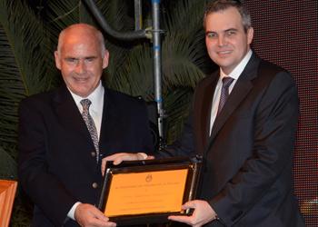 Gustavo Ick junto al ministro Enrique Meyer