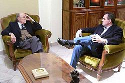 Gustavo Ick junto al historiador Félix Luna
