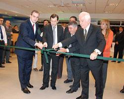 Gustavo Ick junto al gobernador Gerardo Zamora y ejecutivos del BSE en el corte de cinta